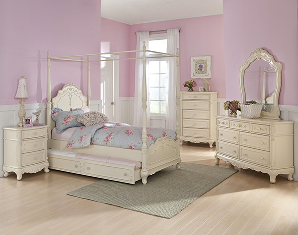 Cinderella Poster Bed in Antique White