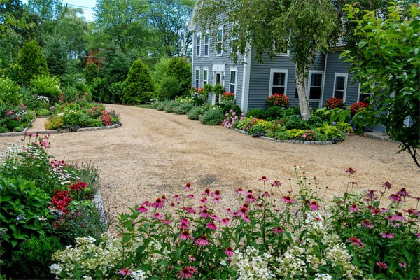 26 Decorative Ideas of Landscaping with Gravel | Home ... on Gravel Front Yard Ideas id=94886