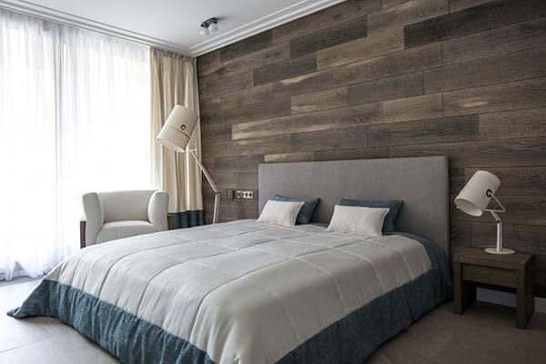 Schlafzimmer Holzakzent