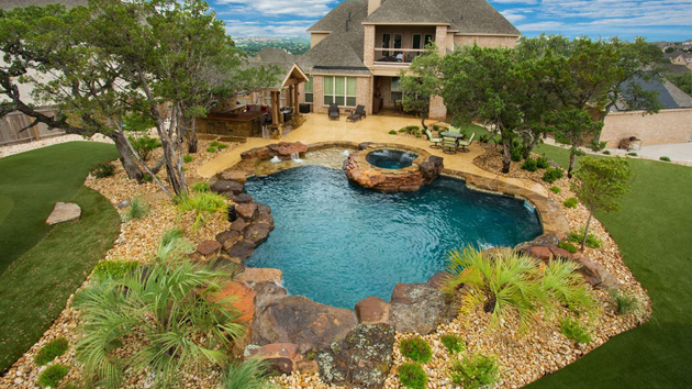 20 Outdoor Spaces Showcasing Natural Landscaping Stone