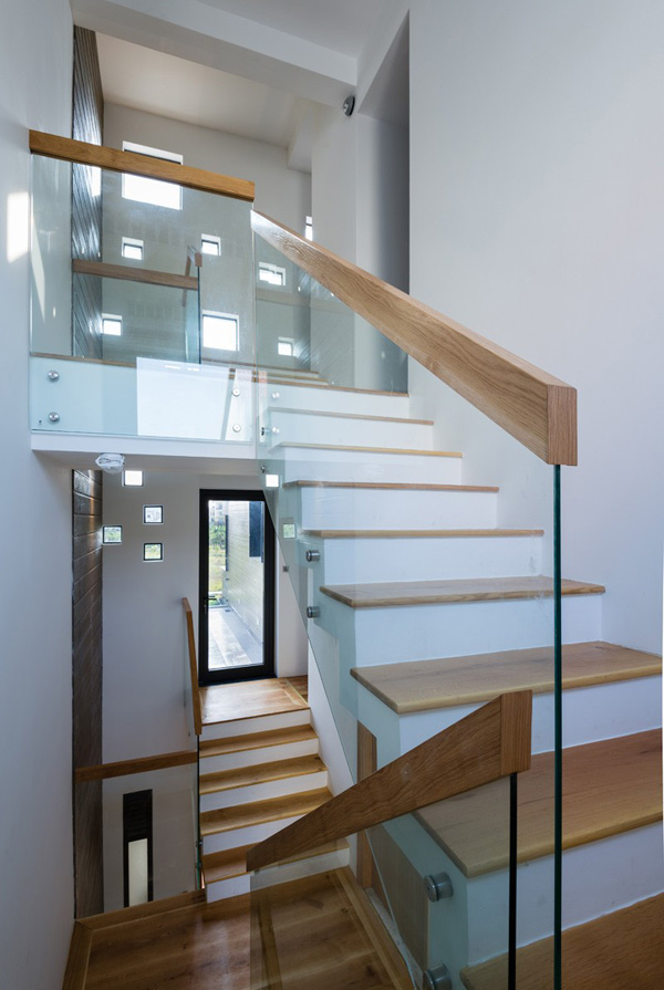 Glassed frame staircase