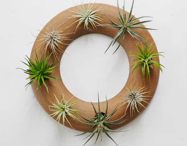 Ceramic Wreath Wall Plant box
