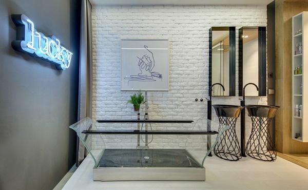 glassed bath tub
