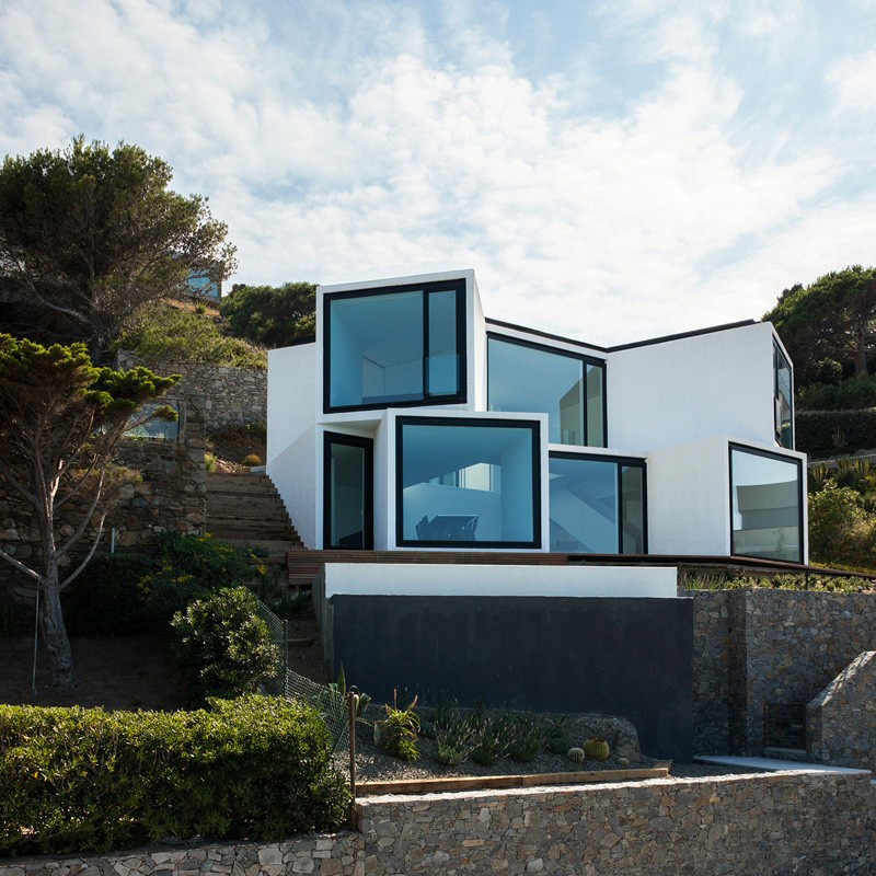 Exceptional Geometrical Forms and Design Expose in the Sunflower House in Spain