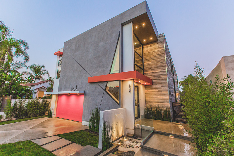 La west hollywood modern home features angular lines and for Jc house architecture modern facade