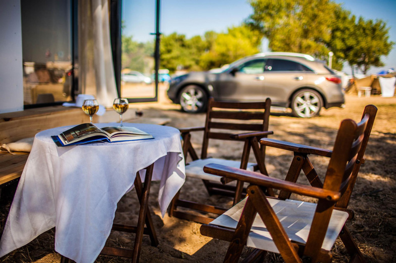Koleliba outdoor dining