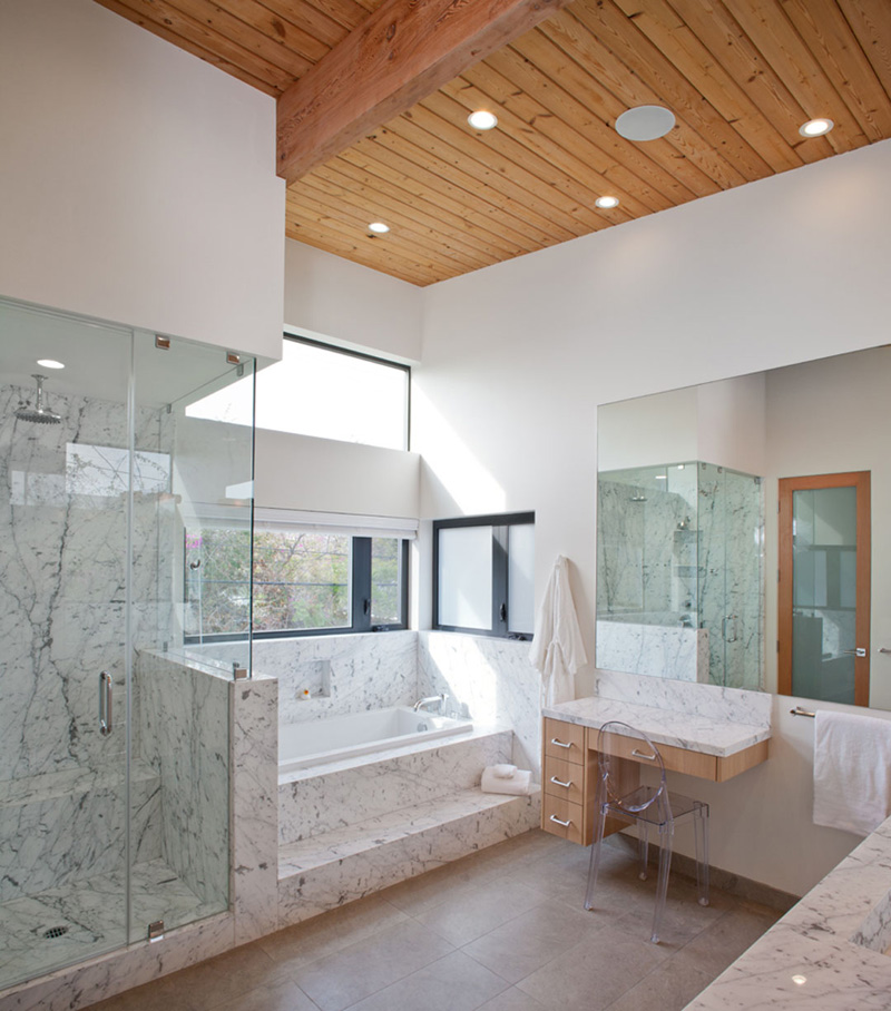 Cloy Residence bathroom