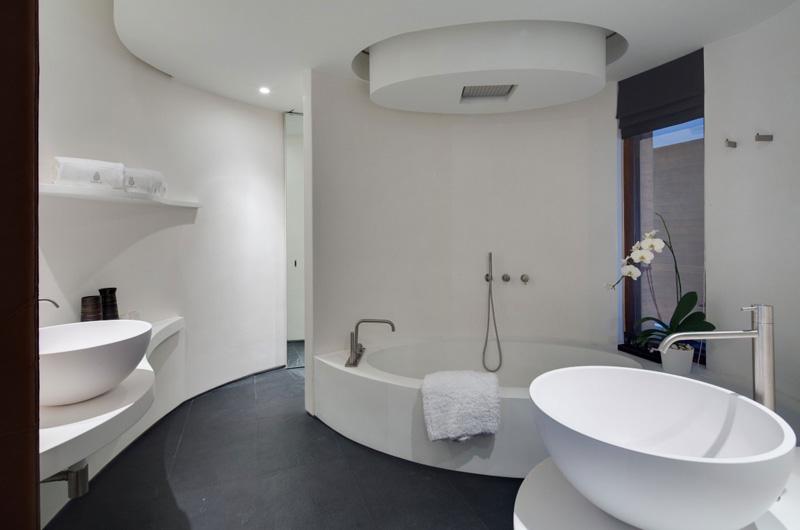 Collector's Villa Bathroom 2
