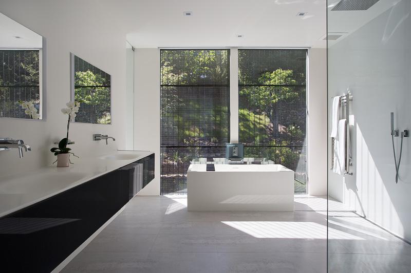 California Addition bath tub width=