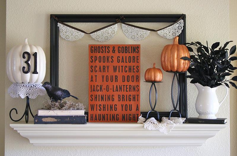 A Spooktacular Mantel