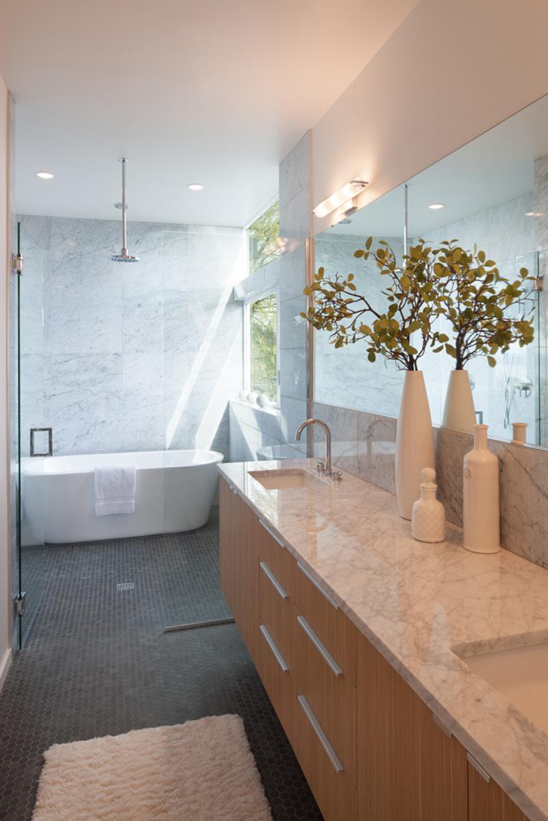 Leschi Dearborn House bathroom
