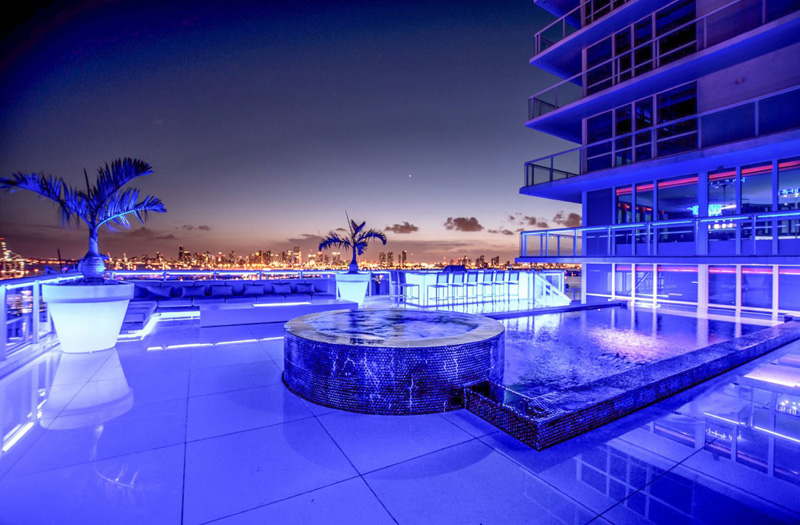 Bentley Bays Penthouse Exterior Night