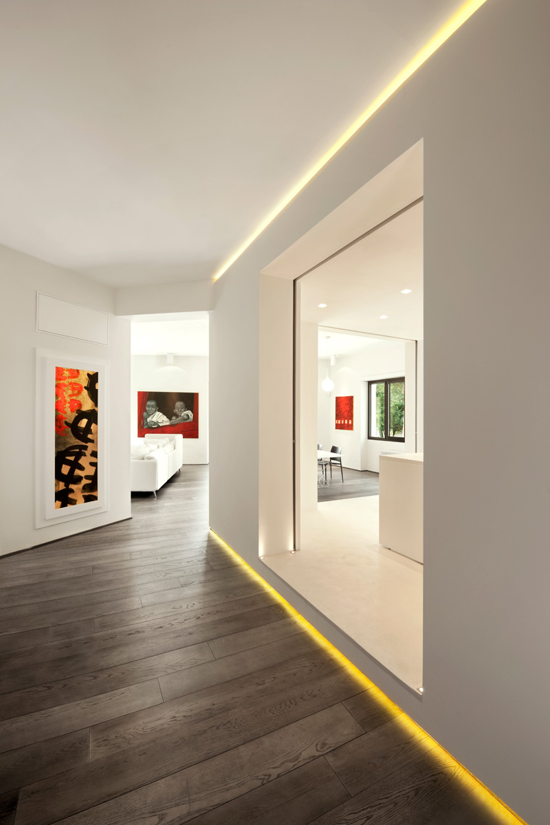 Before and after brightened modern celio apartment in for Apartment design italien
