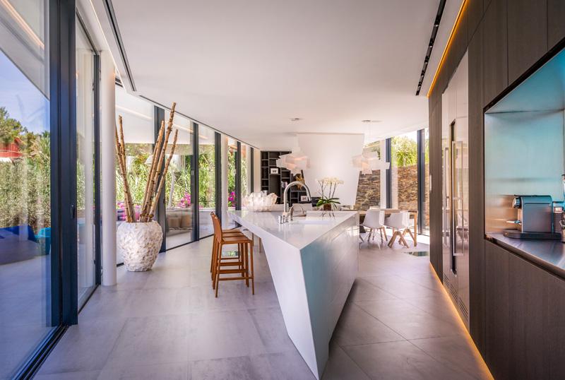 Cool Blue Villa kitchen