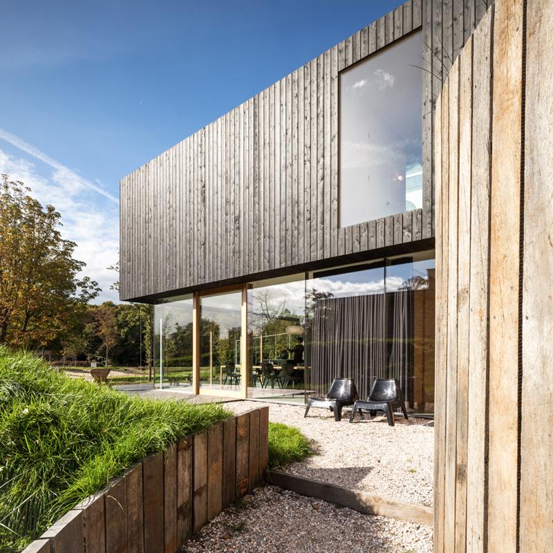 Villa V wooden materials