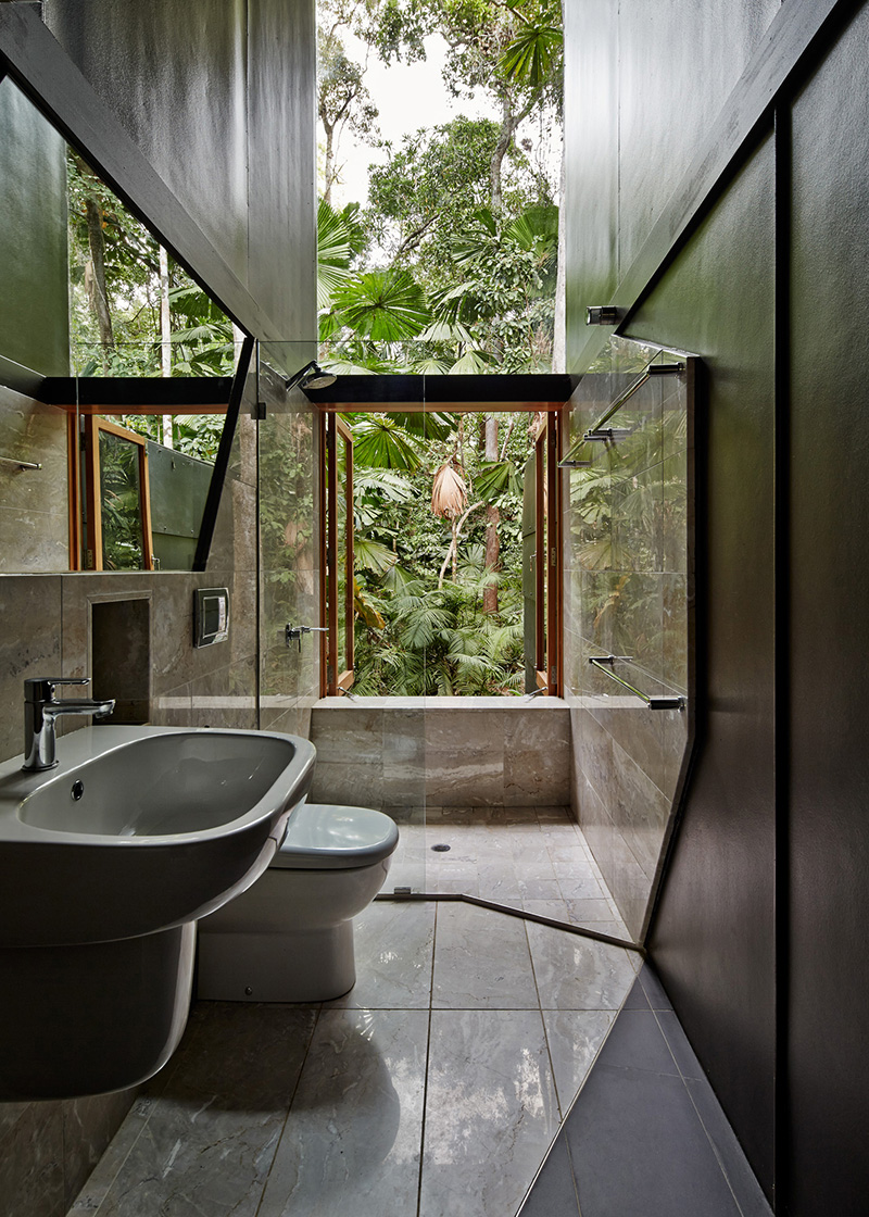 Cape Tribulation House bathroom