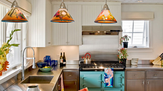 Stunning Kitchens With Tiffany Lamps Home Design Lover - Tiffany kitchen ceiling lights