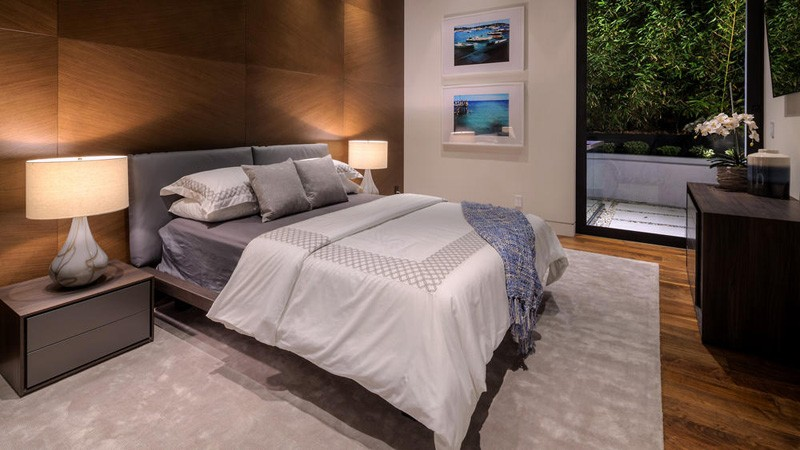 Hollywood Hills Home bed