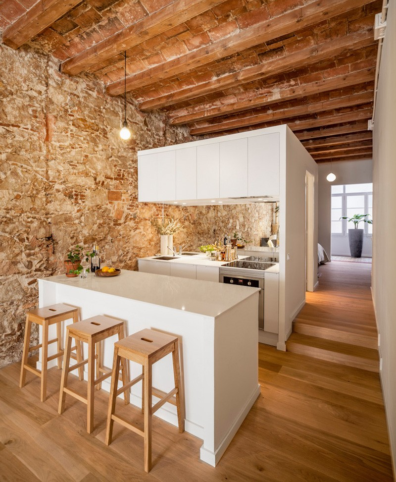 Beautiful Apartment Combines Old And New Features In
