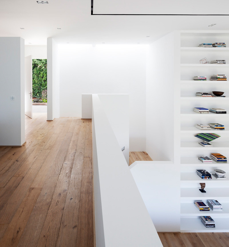 Los Angeles Contemporary House bookshelf