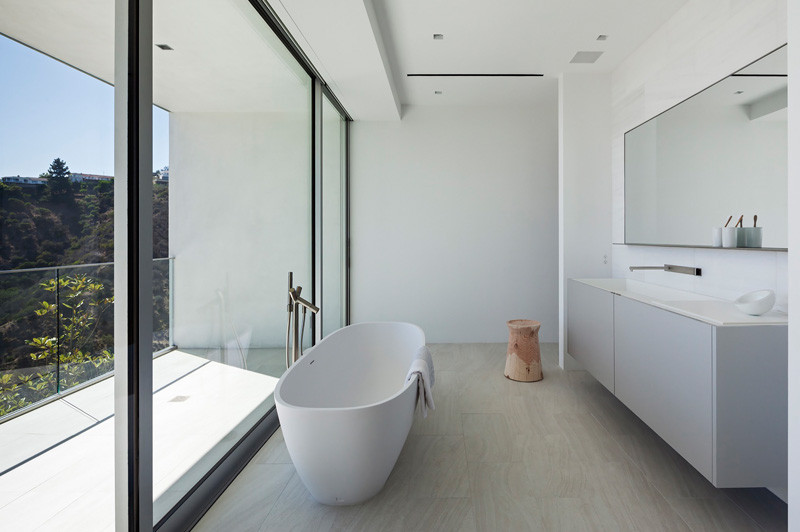 Los Angeles Contemporary House bath