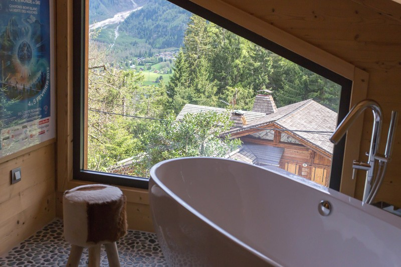 Chalet France House bath tub