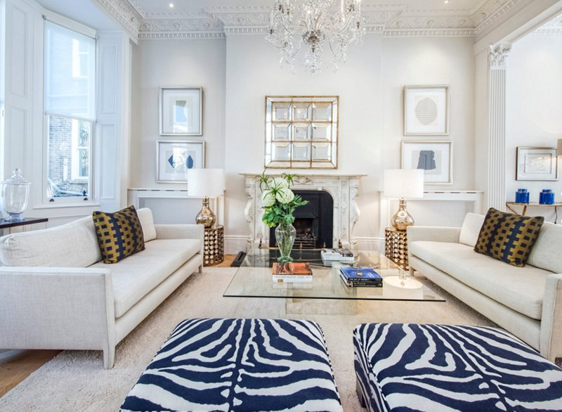 20 appealing living rooms with gold and navy accents | home design lover