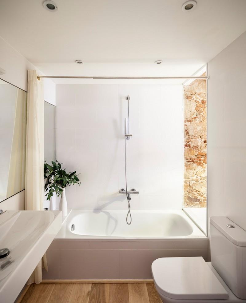 Barcelona Apartment bath fixtures