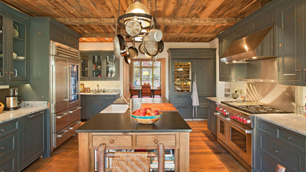 20 Homey Kitchens With Reclaimed Ceiling Home Design Lover