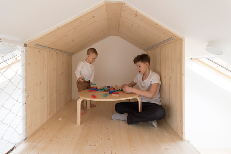 Summer House Bedroom Playroom cubby