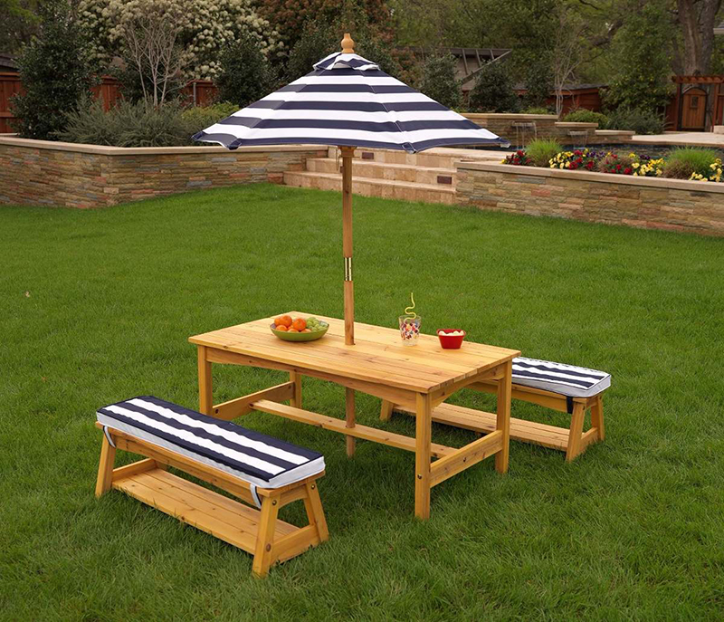 20 picnic table set for kids for endless outdoor fun for Mesas para jardin con sombrilla