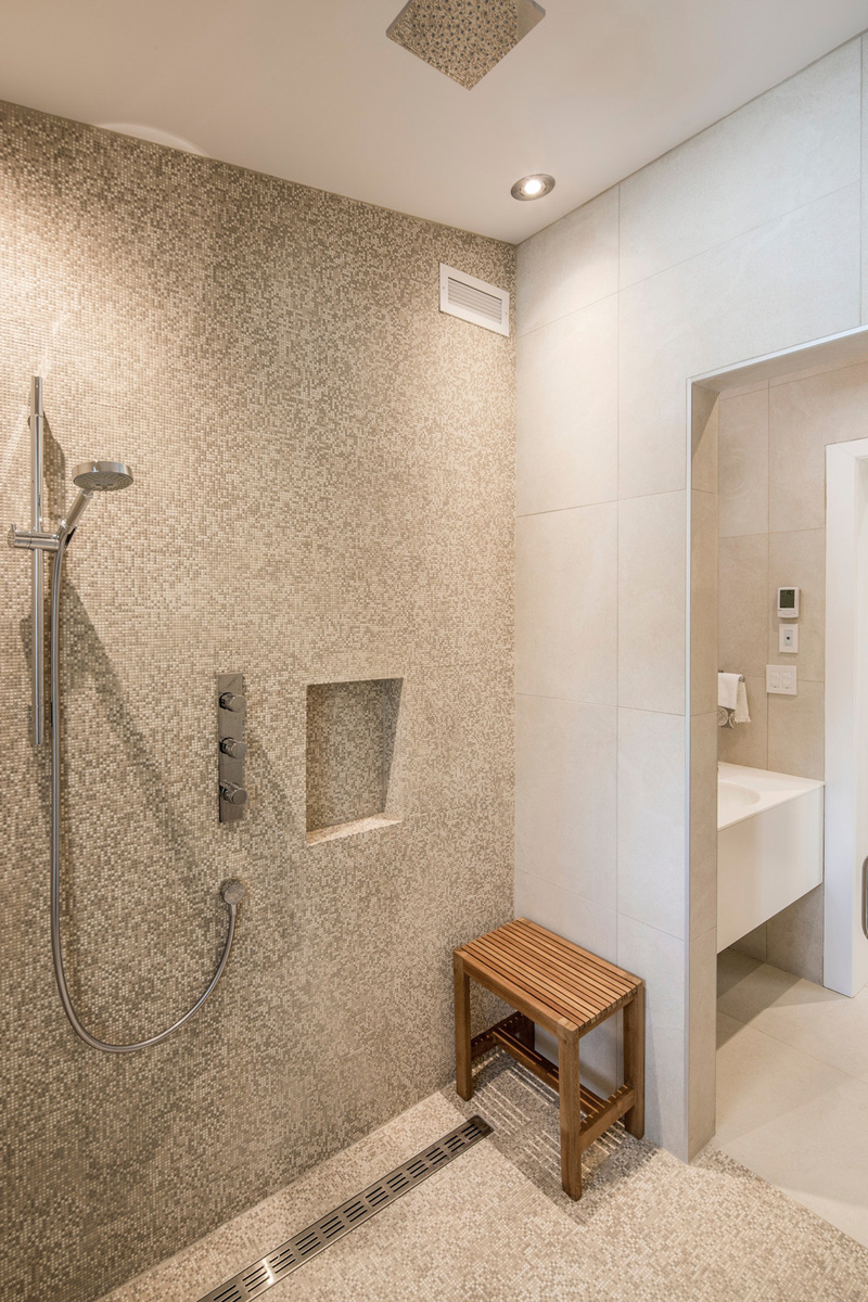 du tour residence bathroom