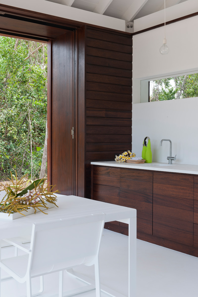 tropical beach house kitchen