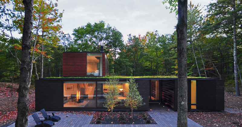 Pleated House: A Contemporary House with a Green Roof in Wisconsin