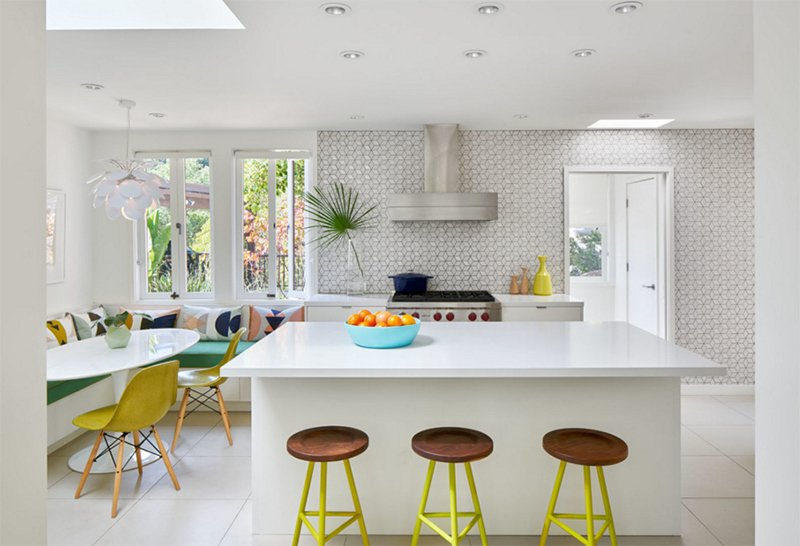 22 Midcentury Modern Kitchen Designs Showcasing Contrast Of