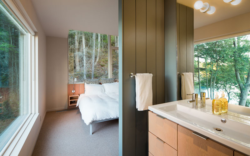Lone Madrone Retreat bedroom