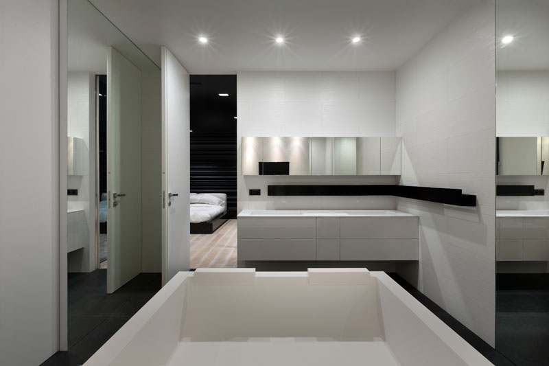 Black and White Apartment bath tub