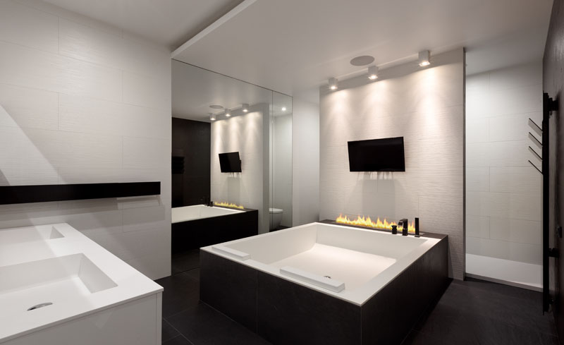 Black and White Apartment bath