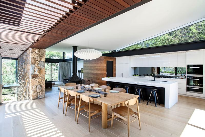 Yarra River House dining