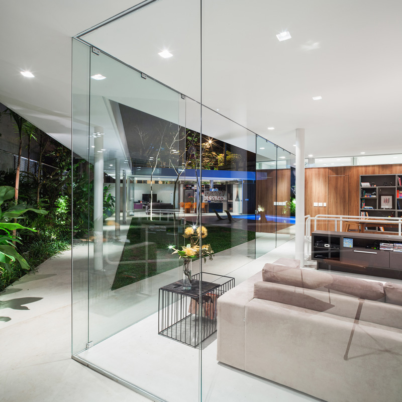 Central Courtyard House glass wall
