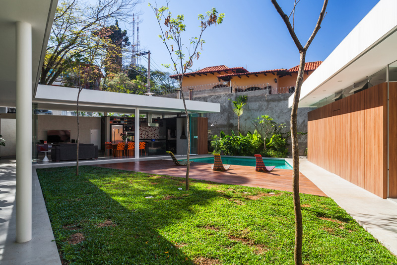 Central Courtyard House pool