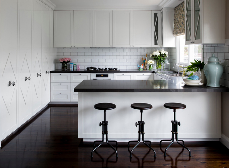 24 Stylish Black And White U Shaped Kitchen Home Design
