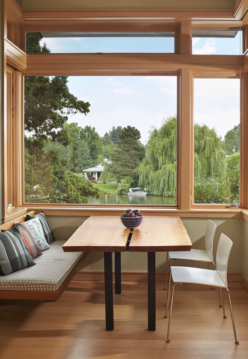 Deschute House breakfast nook