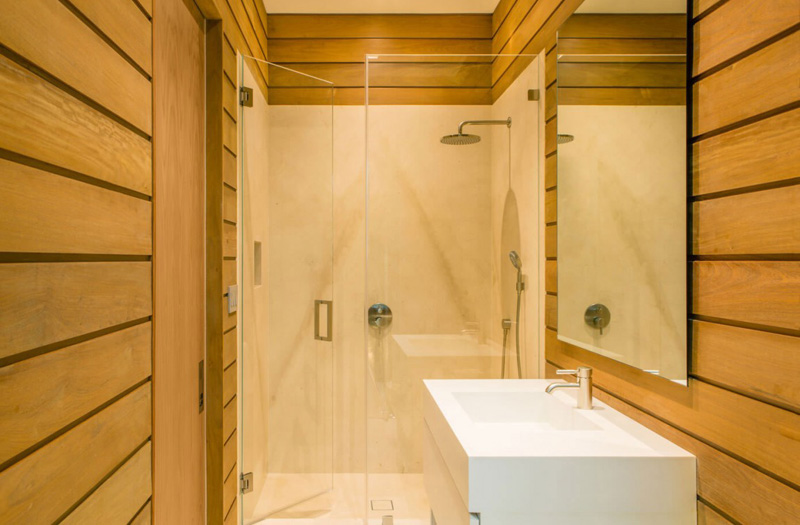 Floating Eaves Bathroom 2