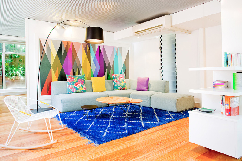 23 Stunning Living Rooms With Geometric Wallpapers