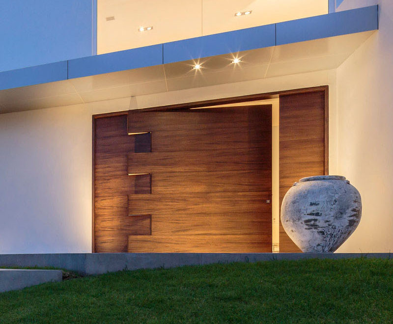 cumbaya residence Pivoting Puzzle door
