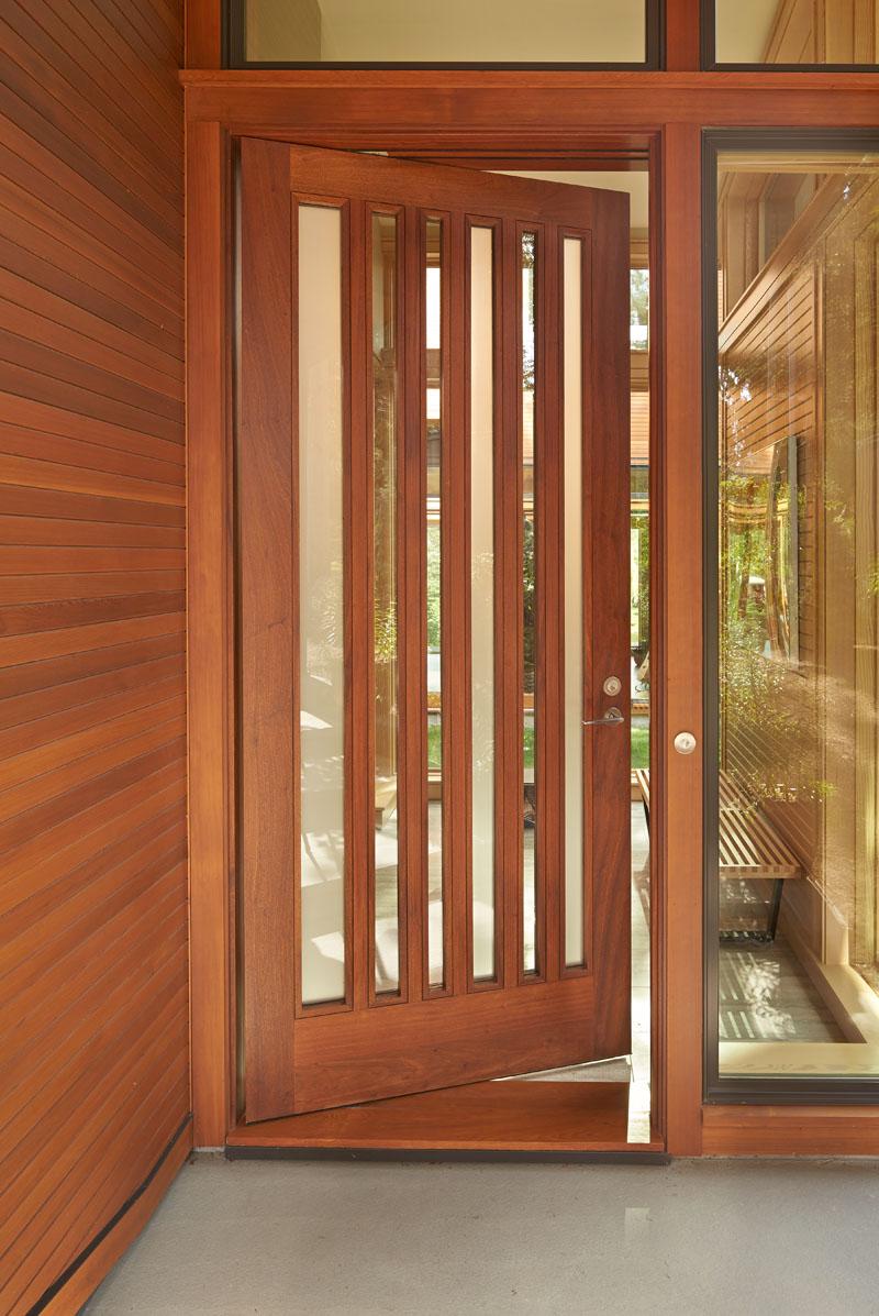 Deschute House door