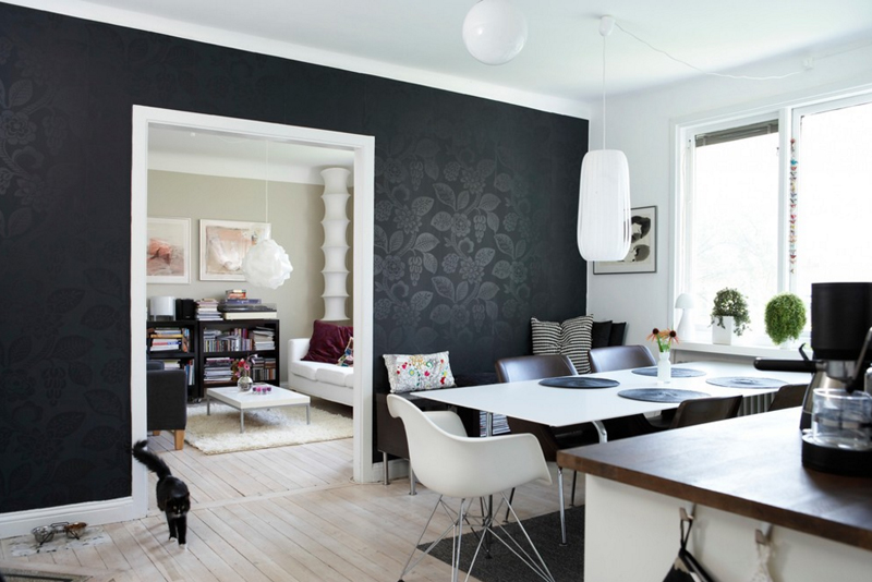 20 beautiful dining rooms with black accent walls home for Black dining room walls