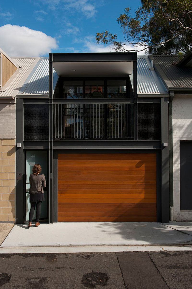 Terrace House with Garage
