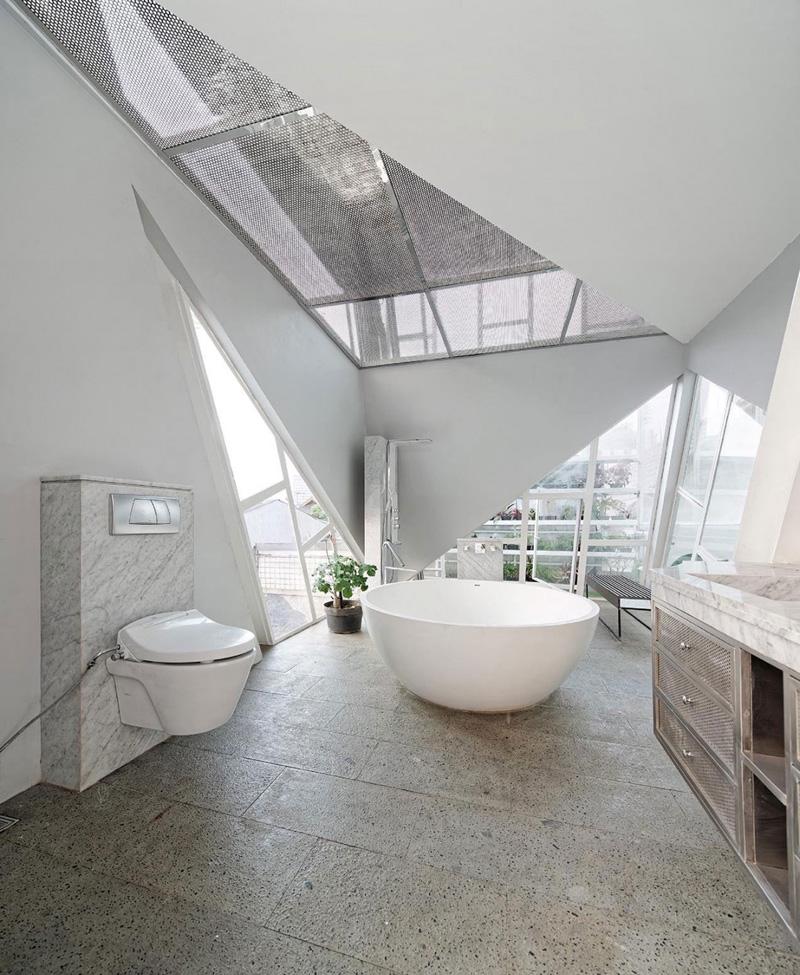 Rumah Miring Bath